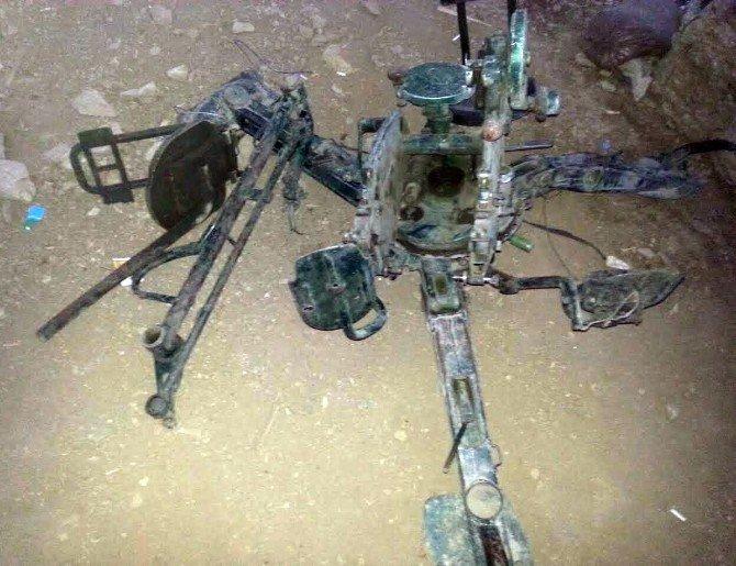 Çukurca Uzundere Seriertuşi Tepe'de Teröristlere Ait Mühimmatlar Ele Geçirildi