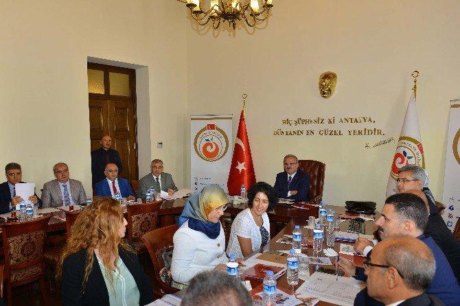 Antalya'da Yetimlerine Sahip Çıkıyor Projesi