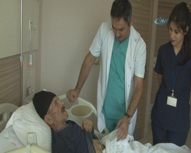 72 Yaşındaki Hasta Laporoskopis Yöntemle Yutma Güçlüğünden Kurtuldu