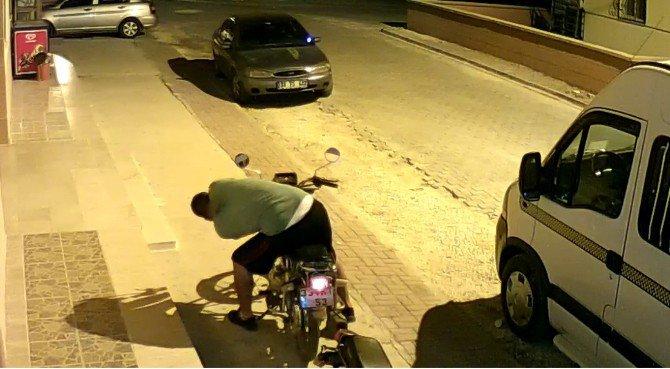 Motosiklet Hırsızları Güvenlik Kamerasında