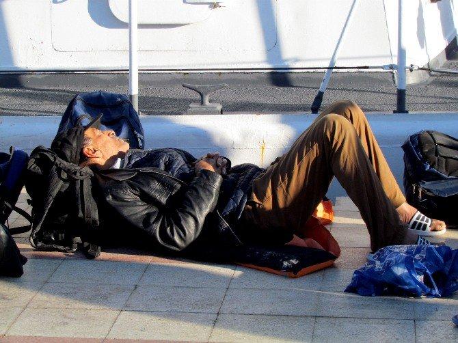 Çeşme'de İki Operasyonda 85 Sığınmacı Yakalandı