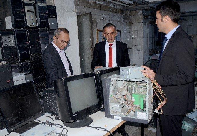 Sarıkamış'ta Köy Okullarının Bilgisayarları Yenilendi