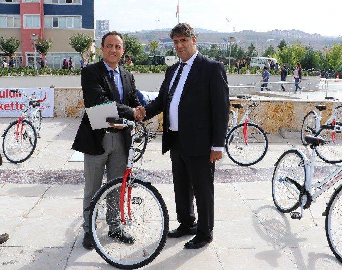 Sağlık Bakanlığı'ndan Kbü'lü Öğrencilere Bisiklet