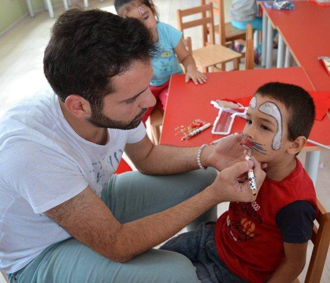 Yüreğir Gençlik Merkezi Gönüllü Gençleri Minikler İle Bir Araya Geldi