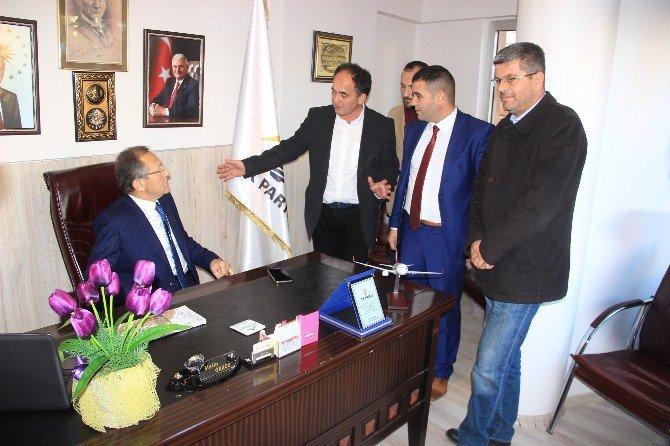 Balıkesir Büyükşehir Belediye Başkanı Uğur, Ak Parti Edremit İlçe Teşkilatını Ziyaret Etti