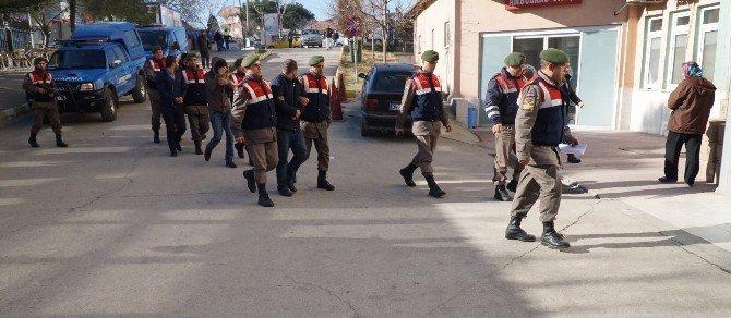 Jandarma Göçmenlerin Yerine Geçti, Organizatörleri Yakaladı