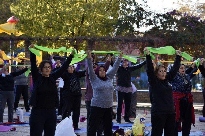 Muratpaşalı Kadınlar Güne Sporla Başlıyor