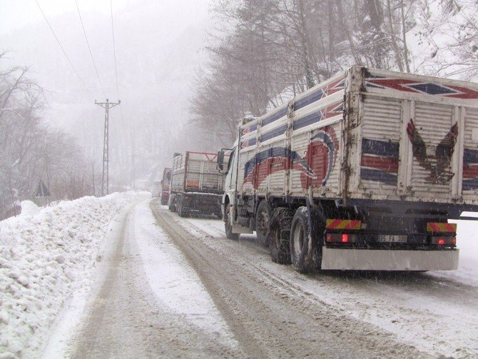 Cankurtaran Geçidi Kış Aylarında Sürücülere Zor Anlar Yaşatıyor