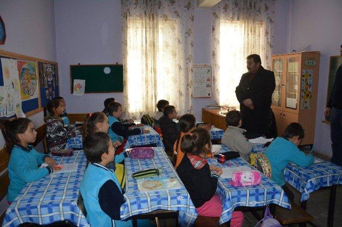 Kırsal Mahalle Okullarını Ziyaret Etti