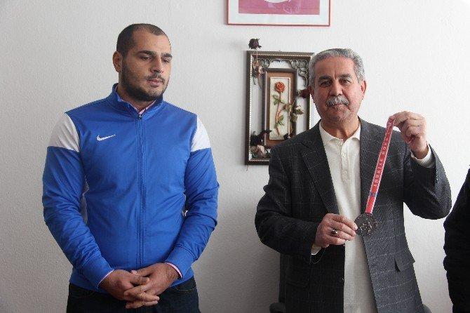 Boksör Aziz Mutlu'nun Hedefi Türkiye Şampiyonluğu