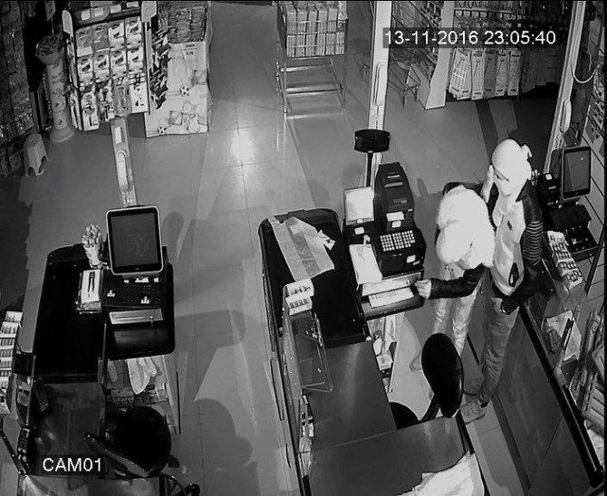 Yüzü Maskeli Hırsızlar Yarım Saatte 70 Bin Tl Değerinde Sigara Çaldı