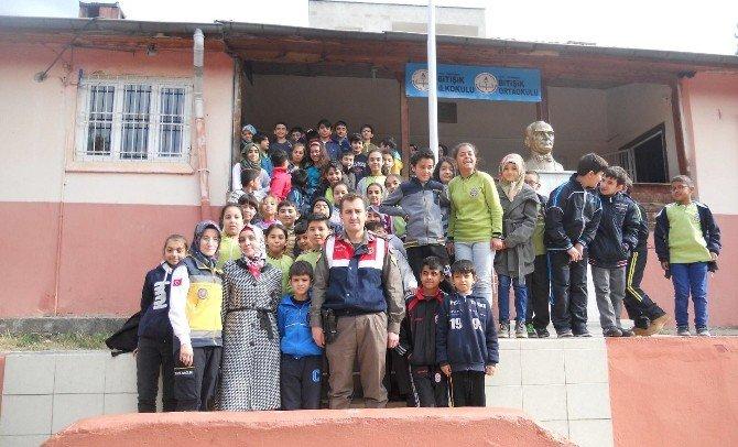 """Öğrencilere """"Trafikte Hayata Yol Ver"""" Projesi Anlatıldı"""