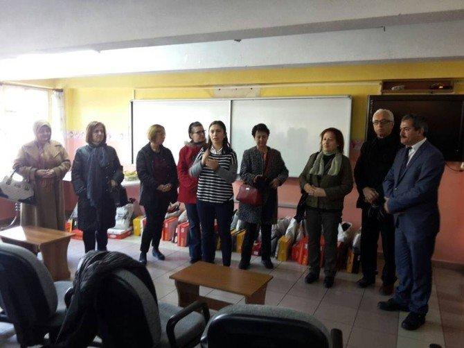 Bayanlar Kurulu, İşitme Engelli Okulu Öğrencilerini Sevindirdi