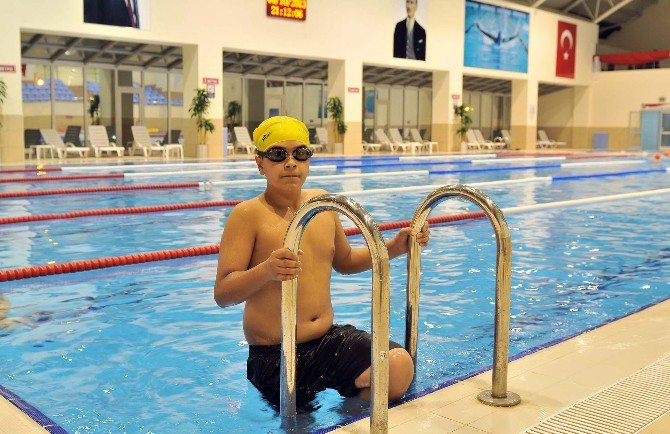Mamak Belediyesi Yüzme Havuzu Kış Aylarında Da Hizmete Devam Ediyor