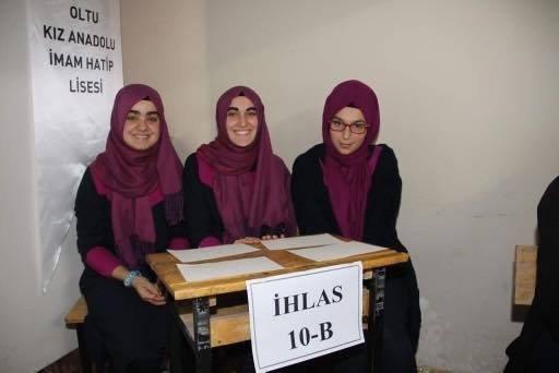 Oltu Kız Anadolu İmam Hatip Lisesi'nde Temel Dini Bilgiler Yarışması Düzenlendi
