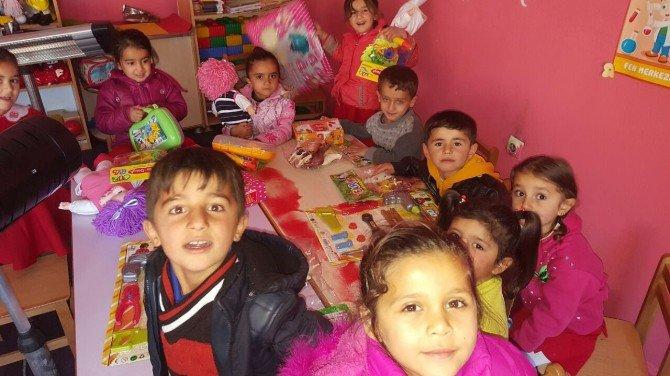 Başkan Çetin'den Şırnaklı Miniklere Hediye