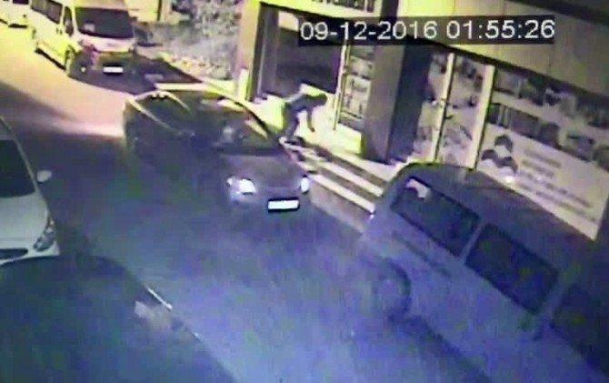 Sultanbeyli'de İş Yerlerinden Hırsızlık Güvenlik Kamerasında