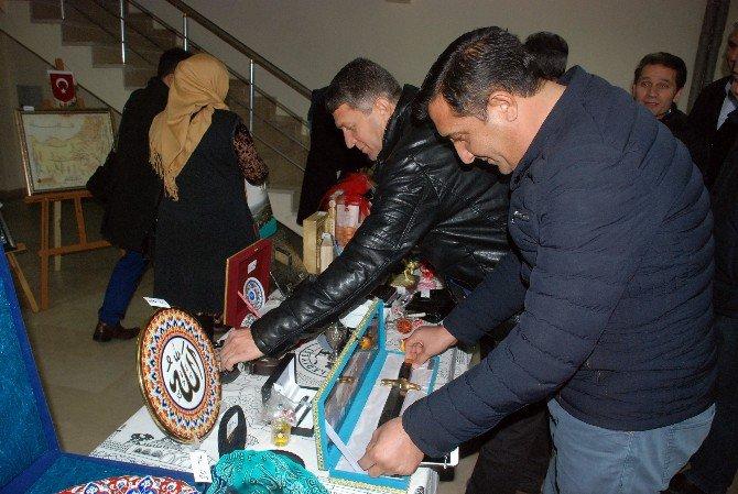 Belediye Başkanı Makamına Gelen Hediyeleri Suriyeliler İçin Açık Artırma İle Sattı