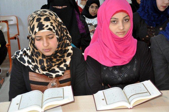 Kampta Kalan 5 Bin 500 Suriyeliye Kuran-ı Kerim Dağıtıldı