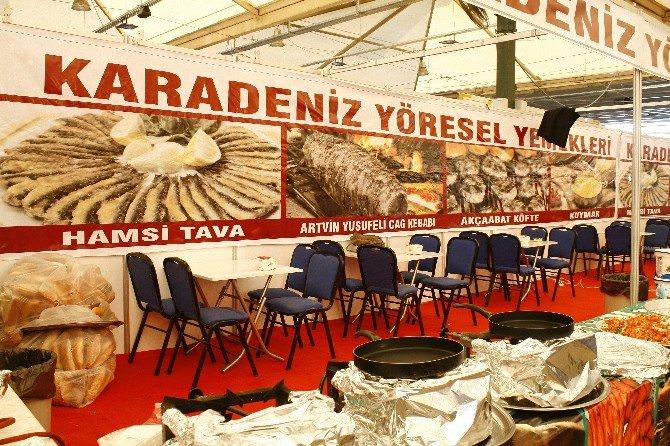 İzmir'de 9. Hamsi Şöleni Renkli Başladı