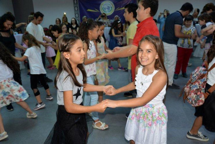 Latin dansları öğrencileri sertifikalarına kavuştu