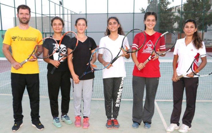 Şanlıurfalı tenisçiler Türkiye şampiyonasına hazırlanıyor