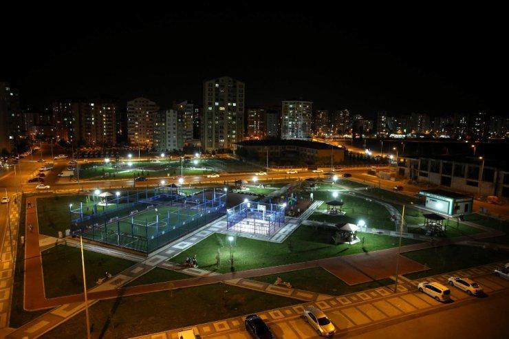 Melikgazi Belediyesi parklara güneş enerjisinden elektrik enerjisi elde edilen paneller yerleştiriyor