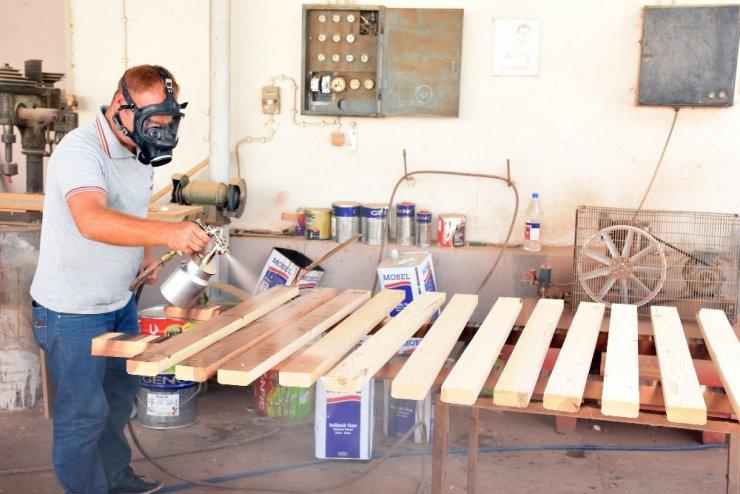 Marangoz atölyesi belediye bütçesine katkı sağlıyor