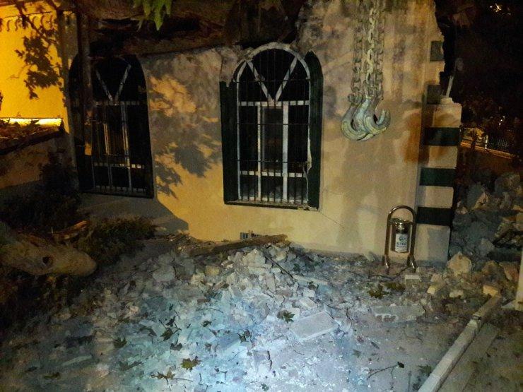 Beykoz'da asırlık çınar ağacı caminin üzerine devrildi