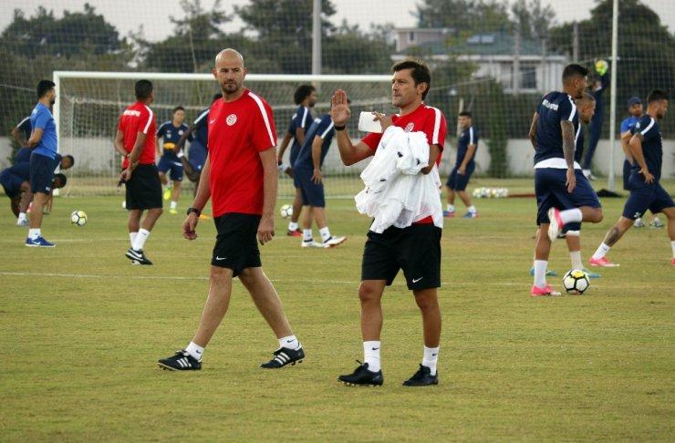 Antalyaspor'da Leonardo, ilk kez takımı çalıştırdı