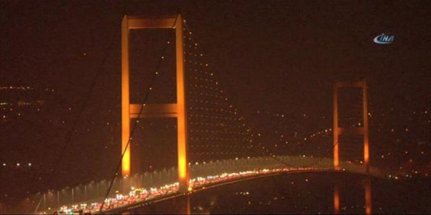 İstanbul turuncuya büründü